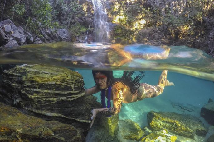 Thổ dân Kamaiurá sống chan hòa với thiên nhiên.