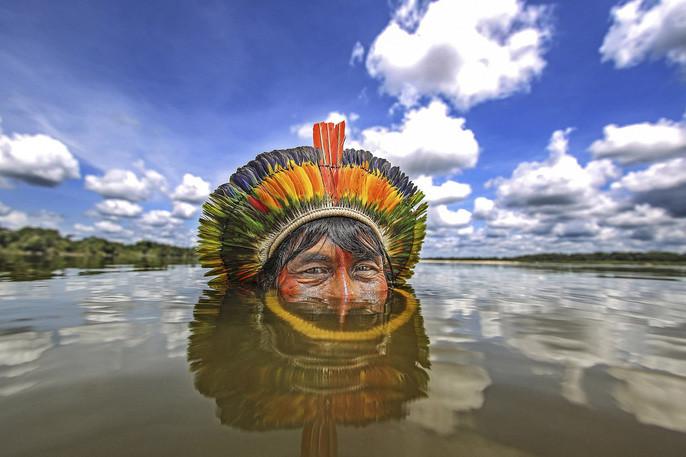 Bộ lạc Kamaiurá lần đầu tiên tiếp xúc với thế giới bên ngoài vào năm 1884.