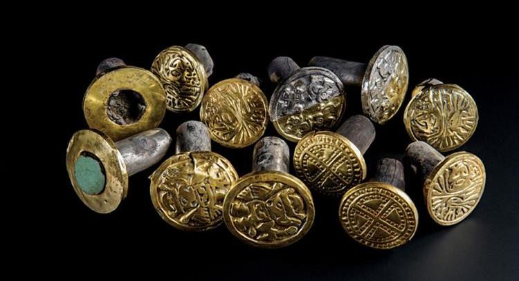 Những trang sức xa xỉ được tìm thấy trong lăng mộ El Castillo de Huarmey.