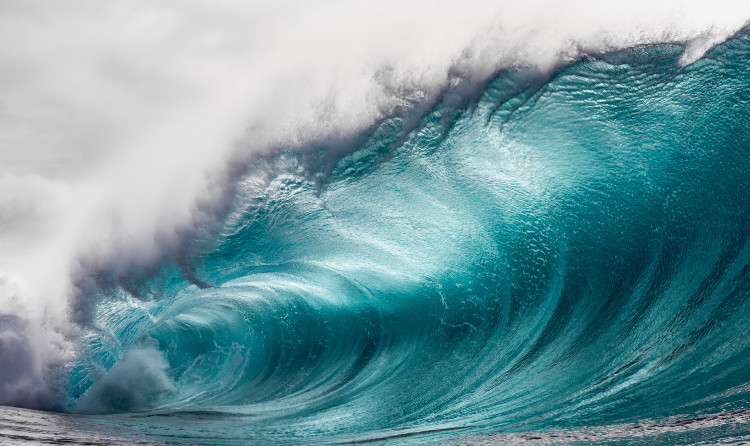 """Không ít người cho rằng âm thanh """"Hum"""" tạo ra là do sóng liên tục đập xuống đáy đại dương."""