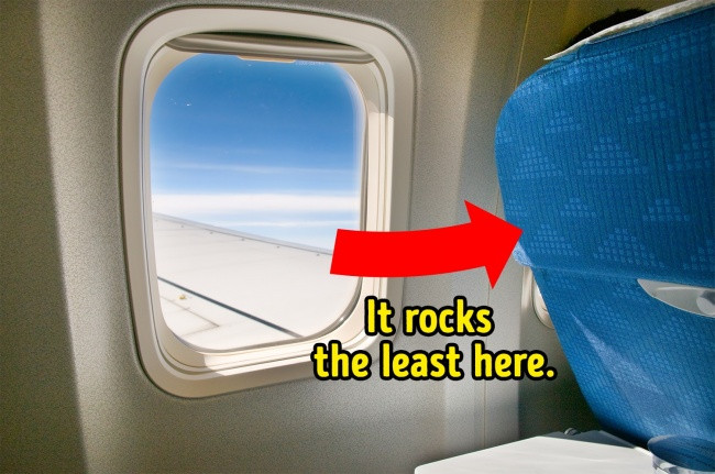 Vị trí ở giữa máy bay, gần khu vực cánh là nơi êm ái nhất.