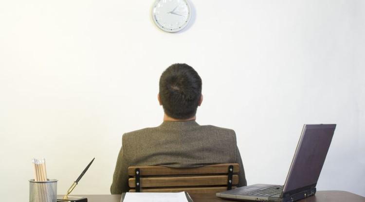 Những công việc lặp đi lặp lại sẽ nhanh khiến người thông minh cảm thấy nhàm chán.