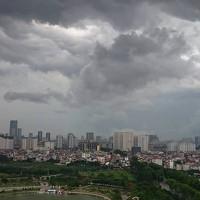 Vì sao trước khi mưa, mây thường có màu đen?