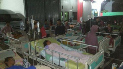 Bệnh nhân phải sơ tán khỏi một bệnh viện ở Trung Java.