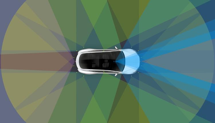 Hệ thống tự lái Autopilot tích hợp trong các xe hơi của hãng có thể định hướng trên cao tốc và trong bãi đỗ xe.
