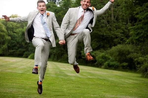 Một người đàn ông có xác suất trở thành đồng tính và bị thu hút bởi những người đàn ông khác cao hơn nếu có nhiều anh trai