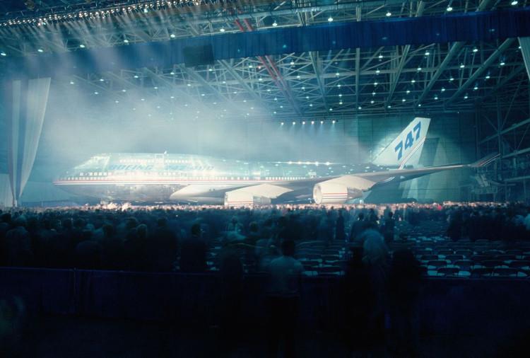 Boeing 747 là máy bay chở khách lớn nhất thế giới khi ra mắt.