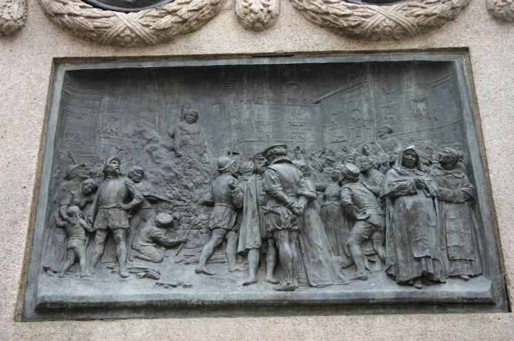 Bức điêu khắc mô tả quá trình hành hình Giordano Bruno.