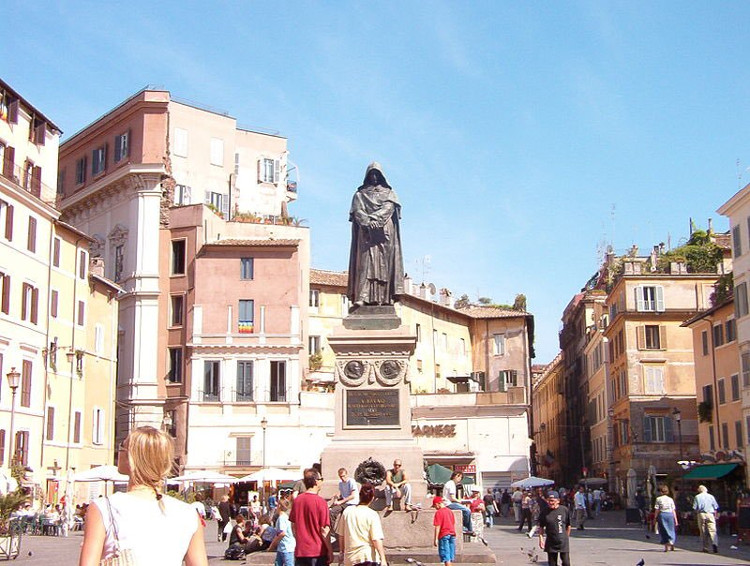 Bức tượng Giordano Bruno tại quảng trường Campo dei Fiore, Roma.