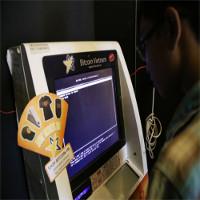 Cận cảnh giao dịch bitcoin bằng máy ATM tại TP.HCM