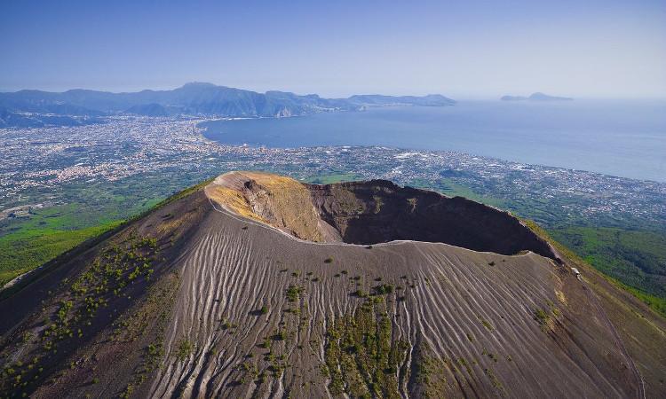 Nostradamus dường như đã tiên tri rằng núi lửa Vesuvius sẽ phun trào.