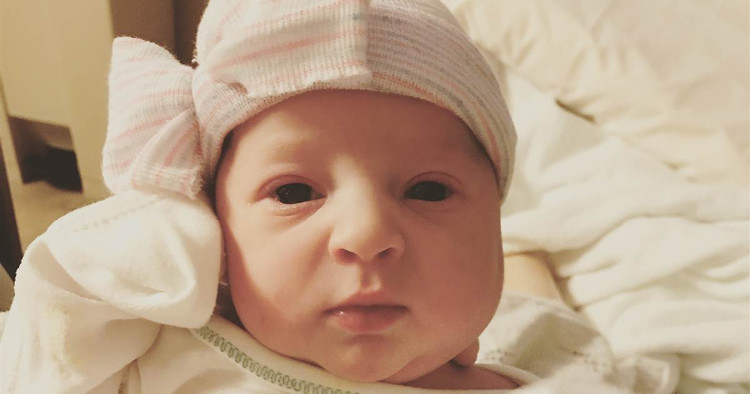 Cô bé Emma Wren.