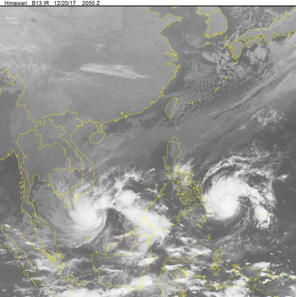 Hình ảnh bão số 15 và cơn bão Tembin trên ảnh mây vệ tinh.