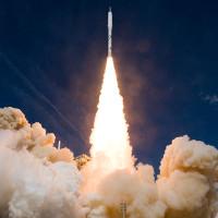 Tại sao động cơ tên lửa vẫn đốt cháy rực được ngoài vũ trụ dù không có oxy?