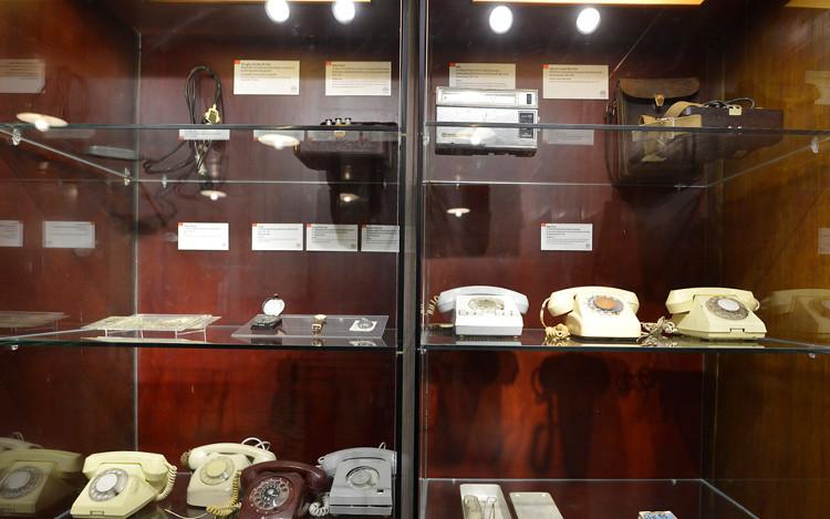 Những hiện vật lịch sử được sử dụng trong chỉ huy tác chiến ở hầm T1 được giữ nguyên.