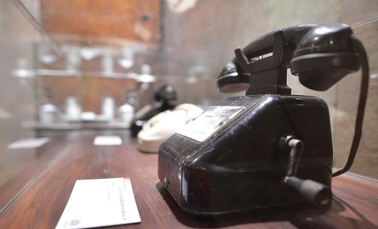 Chiếc điện thoại số 1, trực tuyến để trả lời Chủ tịch Hồ Chí Minh khi Người gọi, hỏi.