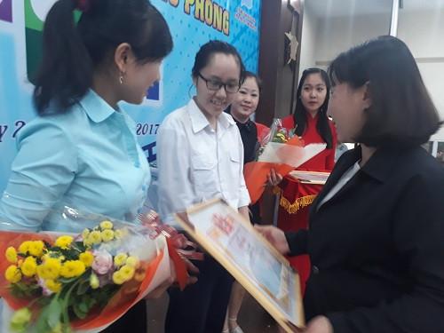 Nhóm tác giả đạt giải ba tại cuộc thi