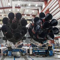 CEO SpaceX tung hình tên lửa Falcon Heavy trước ngày phóng thử nghiệm