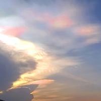 Mây ngũ sắc biến hình liên tục ở Trung Quốc