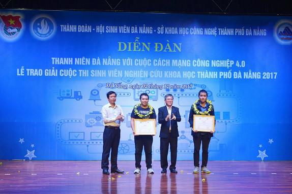 """""""Hệ thống giám sát chất lượng không khí"""" đã nhận giải Nhì tại cuộc thi Sinh viên nghiên cứu khoa học Đà Nẵng năm 2017."""