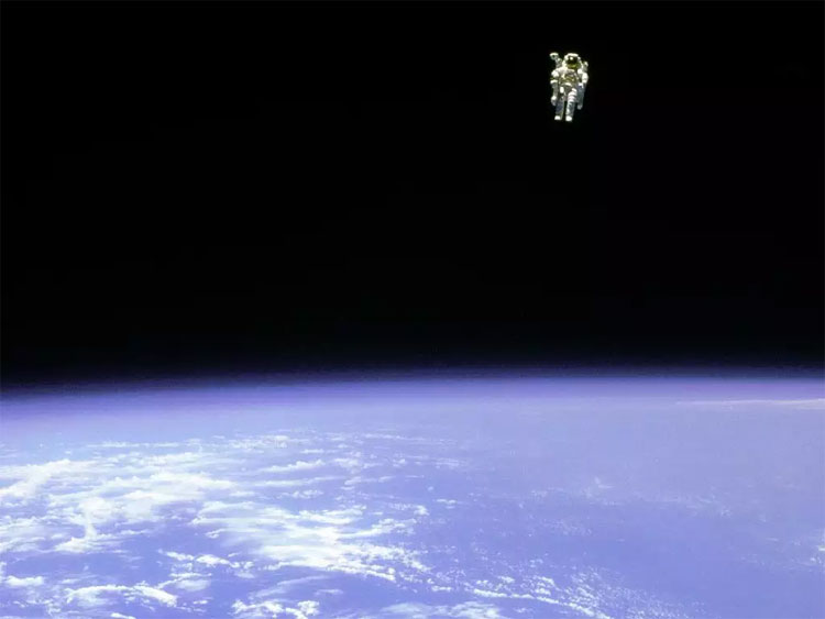 Phi hành gia McCandless.