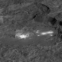 Bí ẩn những đốm sáng trắng trên bề mặt hành tinh lùn Ceres