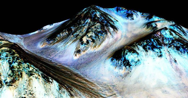NASA đã phát hiện ra sự rò rỉ chất lỏng định kỳ tại ngọn núi này trên sao Hỏa