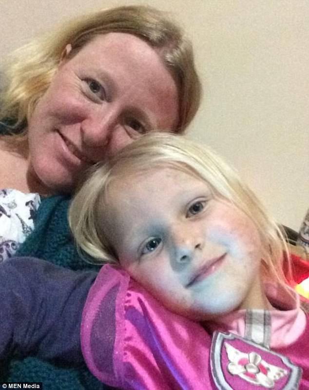 Chị Jane và con gái Molly.