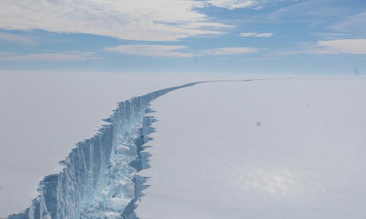 Núi băng trôi tách khỏi Nam Cực