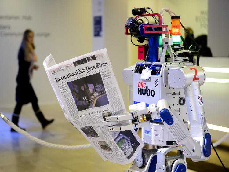 Robot đọc báo