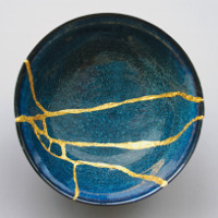 Kintsugi: Kỹ thuật phục chế đồ gốm bằng vàng tài tình của Nhật Bản