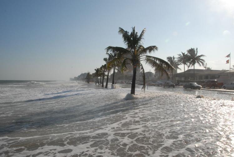 Các nhà khoa học sử dụng nhiều công cụ để đo mực nước biển.