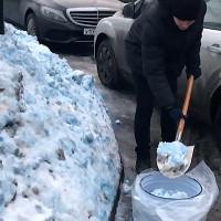 Video: Tuyết màu xanh phủ kín thành phố Nga khiến dân hoang mang