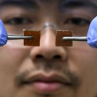 """""""Gương vỡ lại lành"""" - Phát hiện đột phá của nhà khoa học Nhật Bản"""
