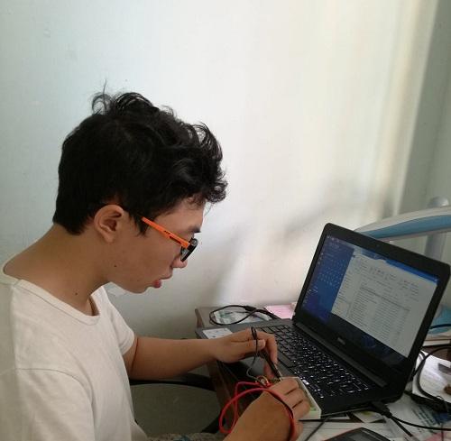Đào Thanh Hải, trưởng nhóm đang nghiên cứu sản phẩm