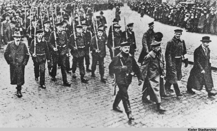 Vào tháng 11.1918, cuộc cách mạng Tháng 11 bùng nổ ở Đức