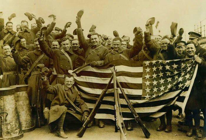 Tháng 3.1918, quân Anh, Pháp, Mỹ đổ bộ lên Murmansk, chiếm Murmansk, Arkhangelsk và tiến về Moskva, Petrograd