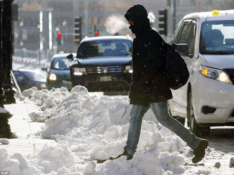 Đường phố ngập tuyết phủ.