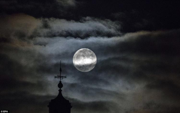 Siêu trăng tiếp theo sẽ xảy ra vào 31/1/2018.