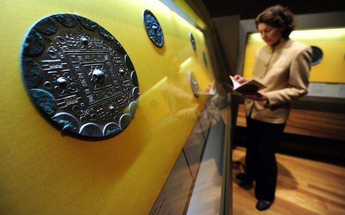 Chiếc gương đồng 1.900 năm tuổi.