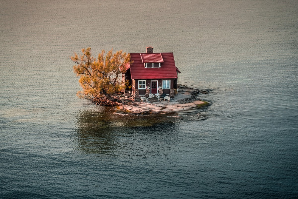Ngôi nhà được xây dựng trên hòn đảo nhỏ tại vịnh Alexandria nằm giữa New York và Canada.