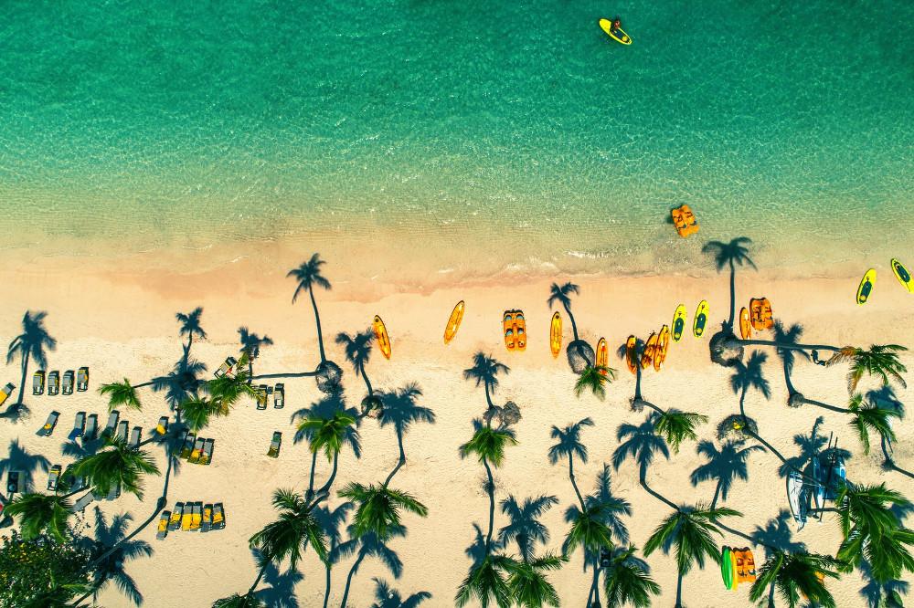 Bãi biển đảo nhiệt đới ở Punta Cana, Dominica.