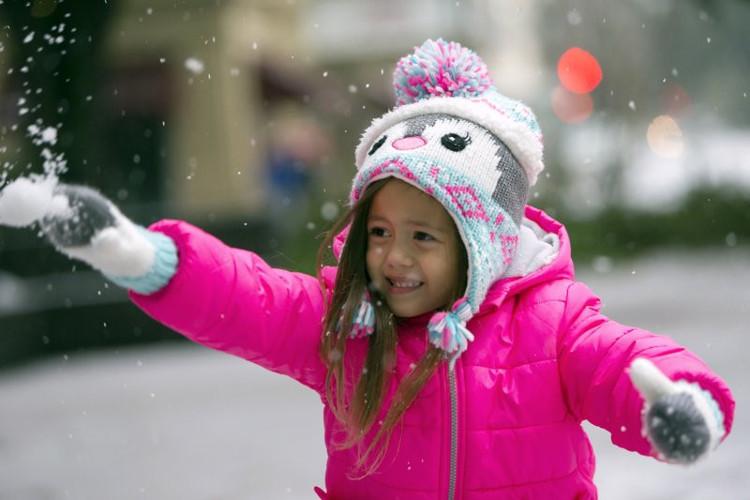 Tại thành phố Savannah, lần đầu tiên trong gần 8 năm, tuyết phủ lên những khu phố trung tâm và đóng tảng trên những nhánh cây sồi.