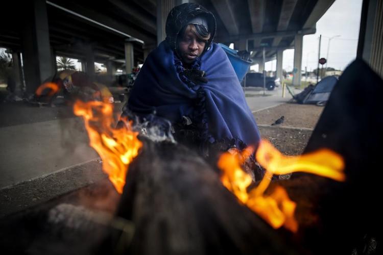 Người dân ở Houston, Texas sưởi ấm.