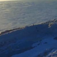 Tường băng 20 mét ven hồ nước ngọt lớn nhất vùng Viễn Đông