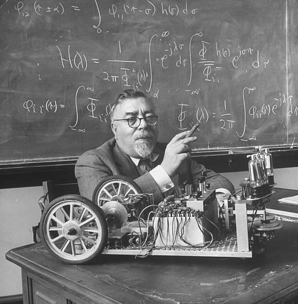 Năm 1912, Wiener tròn 17 tuổi khi ông được trao học vị Tiến sĩ Toán học Logic của Đại học Harvard.