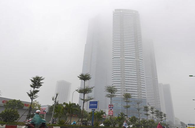 Đứng dưới chân tòa nhà Keangnam sáng 4/1 không thể nhìn thấy tầng cao nhất.