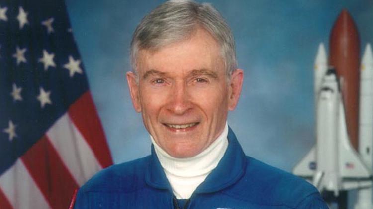 Cựu phi hành gia tài năng của NASA, John Young.