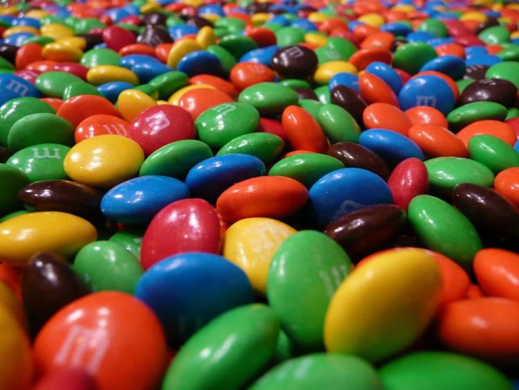 Các chất protein của mắt được đóng gói trong một bao vỏ, giống như một viên kẹo M&M.
