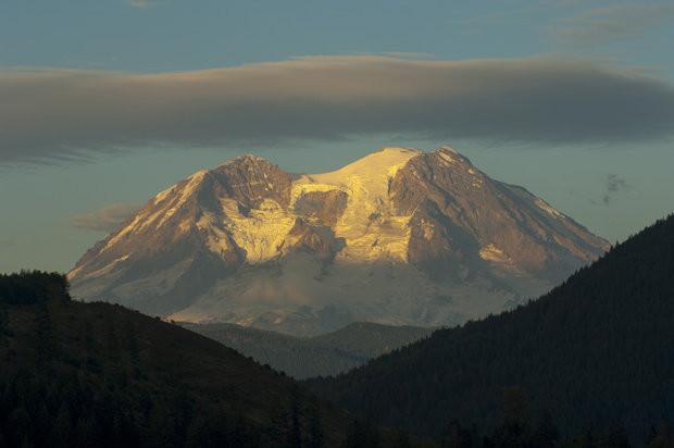 Cứ mỗi 500 đến 1.000 năm, núi Rainier thải ra các dòng bùn núi lửa được gọi là lahar.